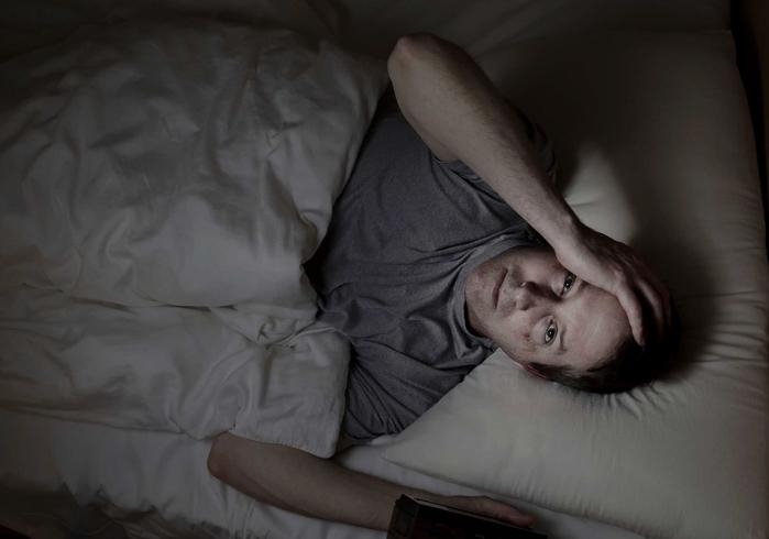Мужчина плохо спит