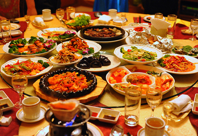 Много еды