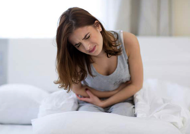Почему возникают сильные рези внизу живота