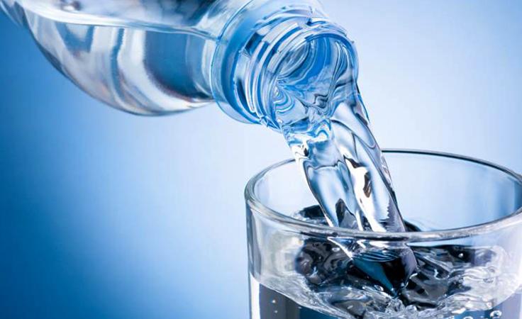 Вода и стакан