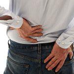 Болит почка во время ходьбы: причины, чем это опасно и что делать